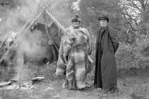 Father de Agostini with witch doctor Selk'nam Pachek (1921). Courtesy Museo Salesiano Maggiorino Borgatello, Punta Arenas.